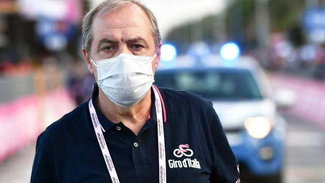 Mauro Vegni a la finalización de la undécima etapa del Giro.