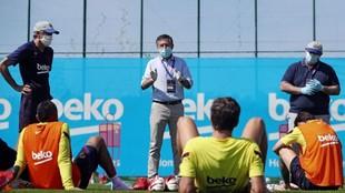 Bartomeu con jugadores del Barcelona