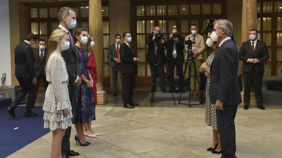 La Familia Real, junto a Carlos Sainz y su mujer, Reyes Vázquez de...