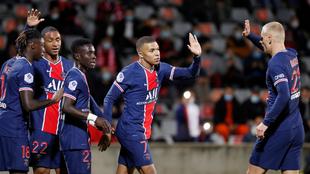 Mbappé en festejo con el PSG ante el Nimes.