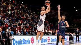 Sergio Rodríguez lanza ante la defensa, poco convincente, de...