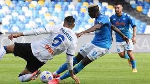Chucky Lozano anota dos goles frente al Atalanta.