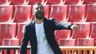 Diego Martínez da instrucciones durante el Granada-Sevilla