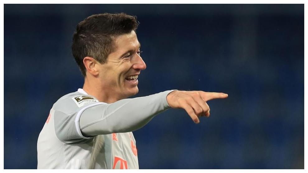 Robert Lewandowski celebra uno de sus goles contra el Bayern.