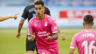 Araujo celebra uno de sus goles ante el Almería.