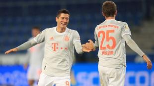 Lewandowski y Müller festejan una anotación
