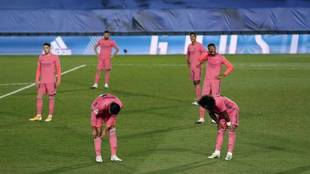 The Real Madrid players during the defeat to Cadiz