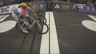 Unos centímetros han separado a los dos en la llegada del Tour de...