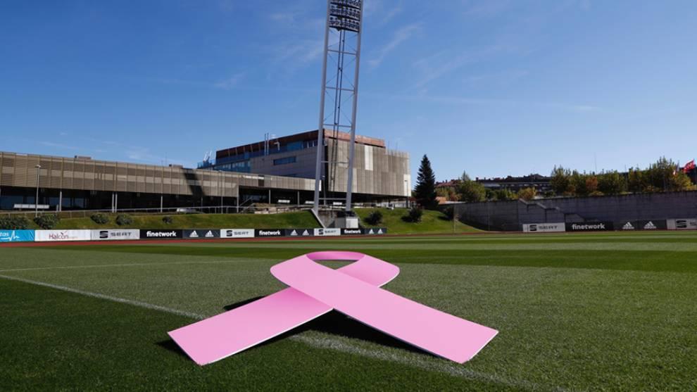 Lazo rosa que lucirá en próximo lunes día 19 en la sede de la RFEF