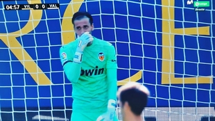 Jaume intentó provocar el error de Alcácer en el penalti.