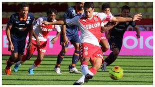 Ben Yedder marca de penalti contra el Montpellier.