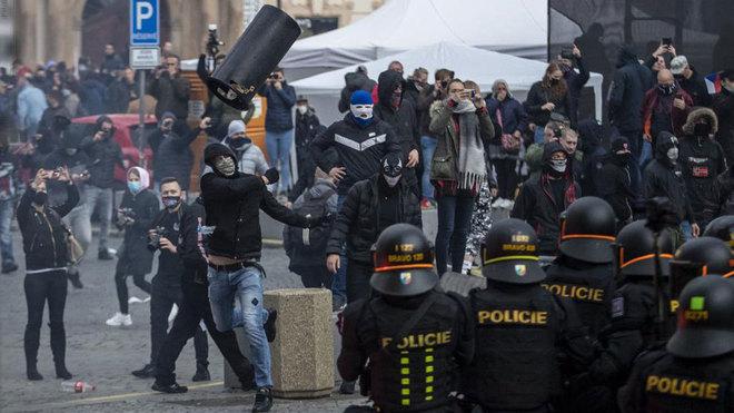 Disturbios en Praga.