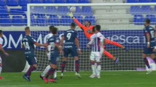 Una de las paradas de Roberto contra el Huesca.