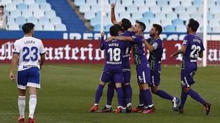 Chavarría celebra el primer gol del Málaga en La Romareda