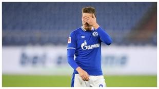 Bastian Oczipka se lamenta ante el Union Berlín.