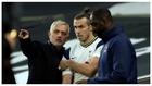 José Mourinho da instrucciones a Gareth Bale antes de saltar al...