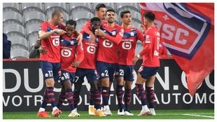 Los jugadores del Lille celebran un tanto contra el Lens.