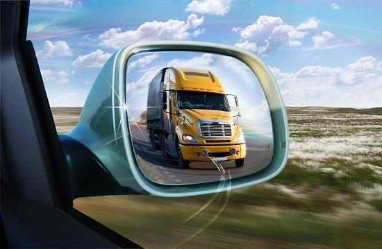 Cuanta menos carrocería de tu coche veas, mayor será el campo de visión.