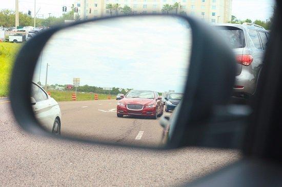 Cuanto más abiertos estén los espejos laterales más visibilidad tendremos.