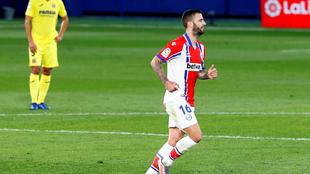 El centrocampista del Deportivo Alavés Edgar Méndez celebrando el...