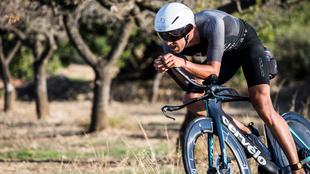 Emilio Aguayo, durante el segmento en bici del Infinitri Half...