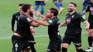 Los jugadores del Granada celebrando un gol.