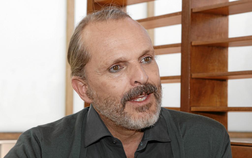 Arranca el juicio de Miguel Bosé y Nacho Palau por la filiación de sus cuatro hijos