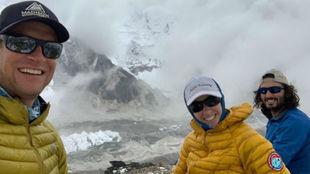 Garrett Madison Kristin Bennett y y Zac Bookman en el Everest.