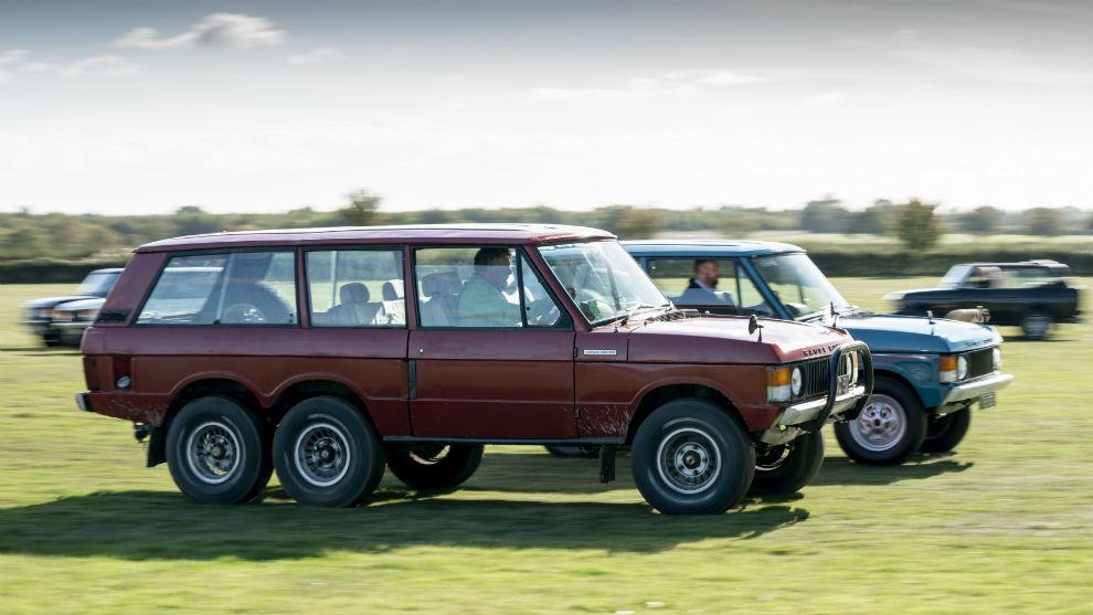 Un Range Rover 6x6 se pasea por la pradera de Goodwood.