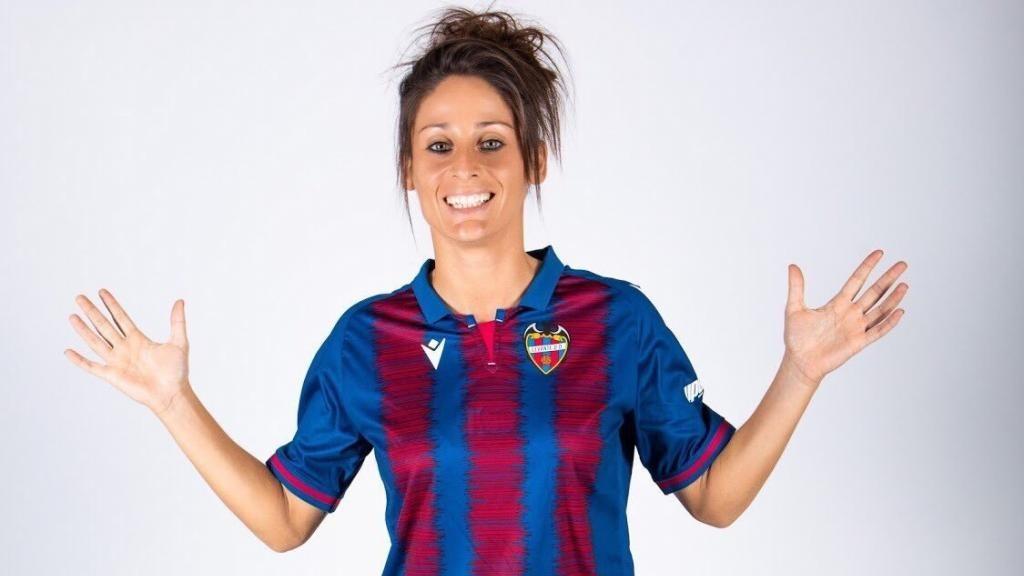 Esther González posa en la sesión de fotos previa a la temporada.