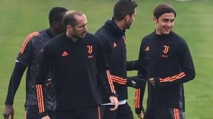 Dybala ejercitándose en el entrenamiento previo al Dinamo de Kiev