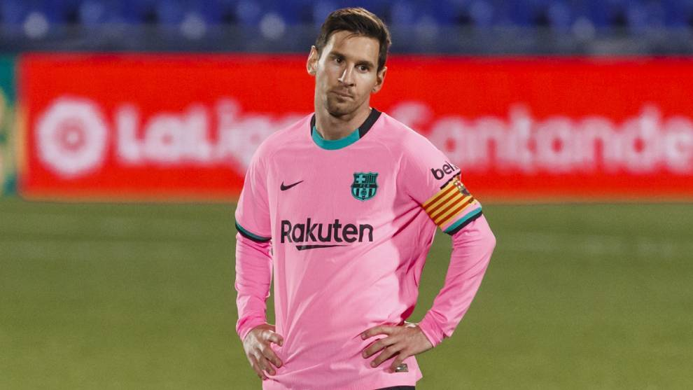 Messi steps down from his pedestal