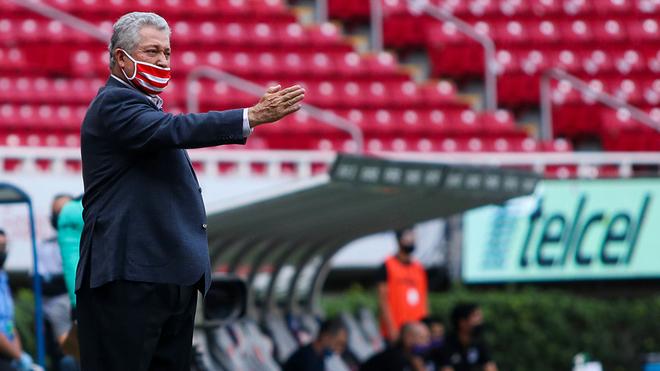 Víctor Manuel Vucetich, entrenador de Chivas.