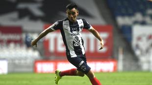 Carlos Rodríguez en un duelo con el Monterrey.