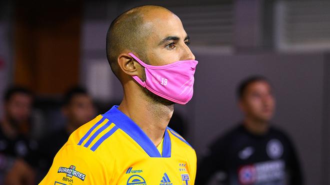 Pizarro salió de cambio ante Cruz Azul por molestias.