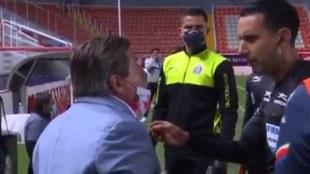 Herrera se molestó con algunas decisiones de César Arturo Ramos.