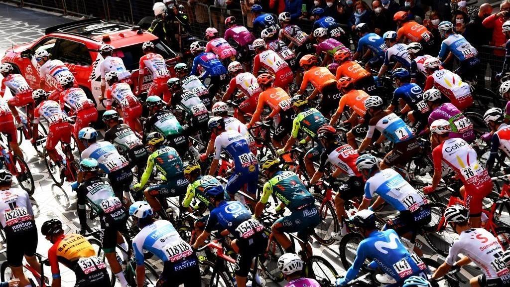El pelotón se planta y la etapa del Giro se reduce en 100 kilómetros