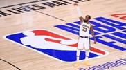 LeBron James, tras lanzar un triple desde el logo de la NBA.