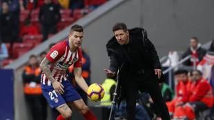 Simeone y Lucas, en un partido del Atlético