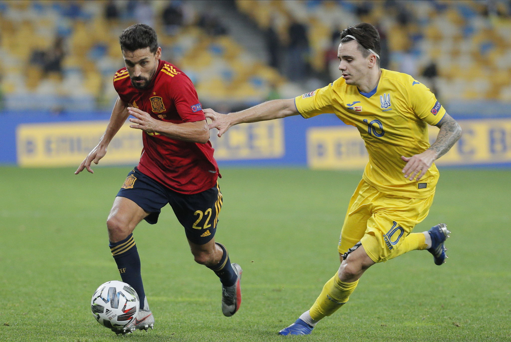 Kiev (Ukraine), 13/10/2020.- lt;HIT gt;Jesus lt;/HIT gt; lt;HIT gt;Navas lt;/HIT gt; (L) of Spain and Mykola Shaparenko (R) of Ukraine in action during the UEFA Nations League group stage, league A, group 4 soccer match between Ukraine and Spain in Kiev, Ukraine, 13 October 2020. (España, Ucrania) EFE/EPA/SERGEY DOLZHENKO