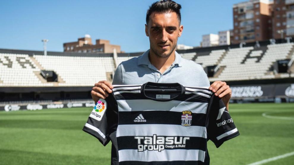 Sergio Aguza con la camiseta del equipo albinegro.