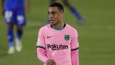 Dest, decepcionado en su primera titularidad con el Barcelona