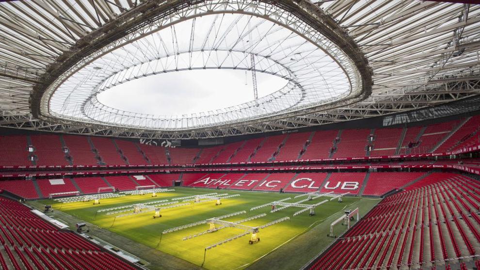 San Mamés estrenará césped en el Athletic-Sevilla.