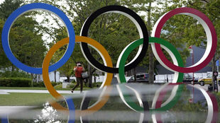 Los aros olímpicos en las calles de Tokio.