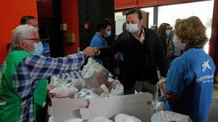 Murthy en el acto del Banco de Alimentos en los bajos de Mestalla.