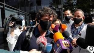 Nacho Palau, expareja de Miguel Bosé, a su salida del juzgado de...