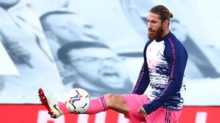 Sergio Ramos en calentamiento con el Real Madrid.