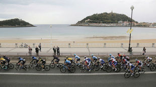 El pelotón de la Vuelta, en la primera etapa