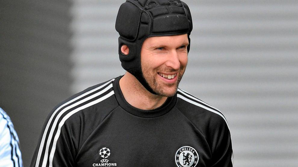 Petr Cech, incluido en la lista del Chelsea para jugar la Premier