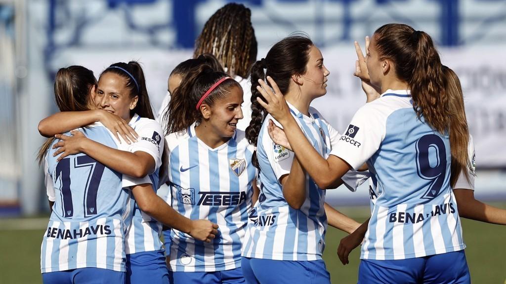 Las jugadoras del Málaga se felicitan tras marcar un gol en la Copa...